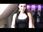 Een sexy Duitse meisje is masturberen op een webcam