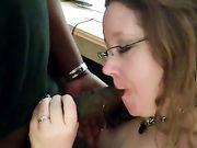 Amerikaanse vrouw maakt orale seks een zwarte man