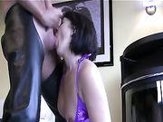Een grote ejaculatie in de mond van vrouw