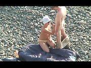 Wederzijdse mondelinge seks op het nudist strand
