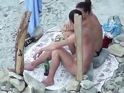 Pijpbeurt op het strand met een Russisch paar