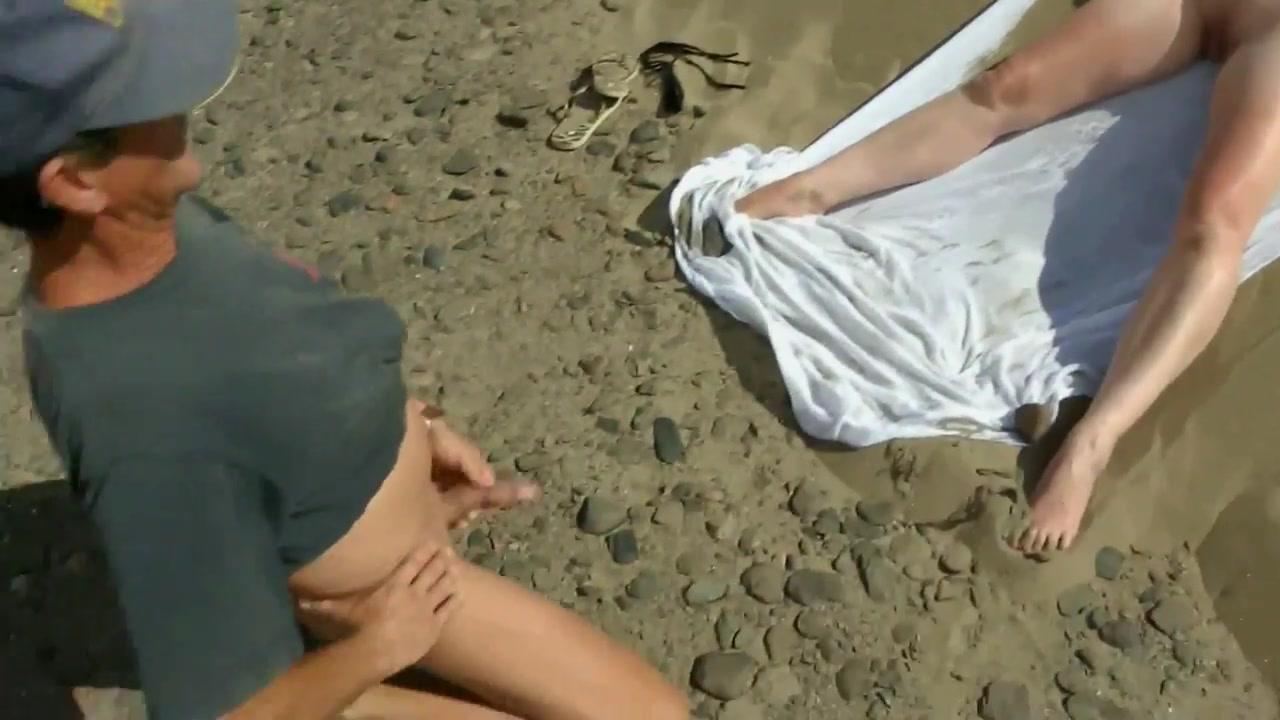 Koppels seks op het strand